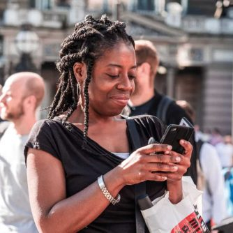 women-iphone-city