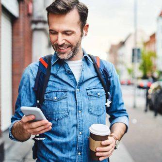 man-trottoar-mobil2